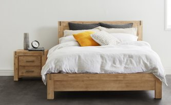 SILVERSTRIKE QUEEN BED, GREY WASH